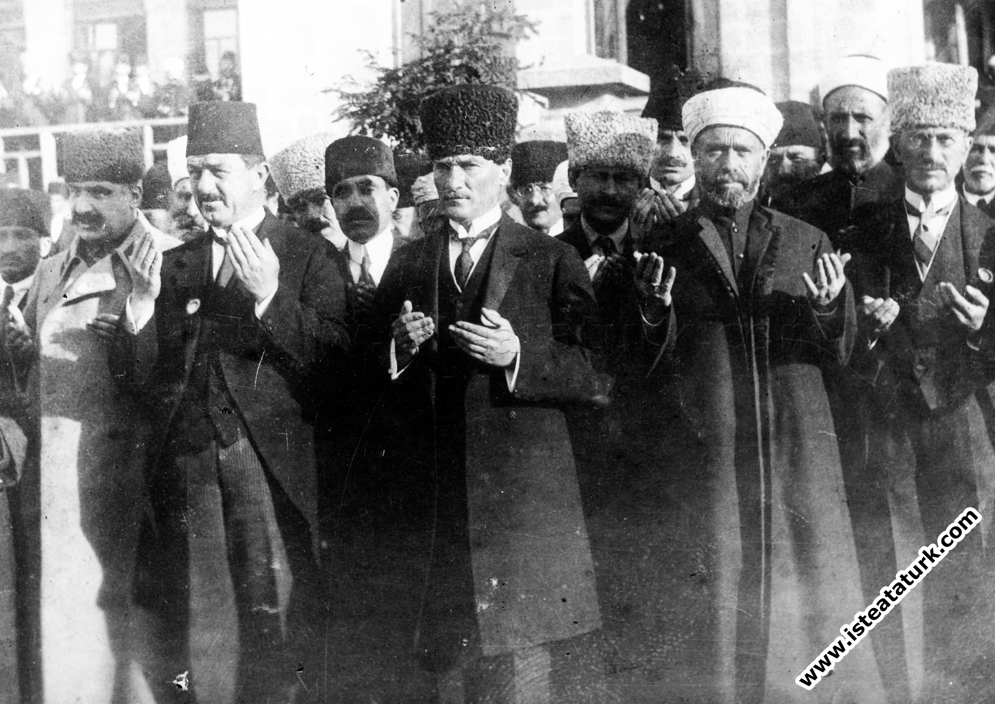 23 Nisan Atatürk resimleri