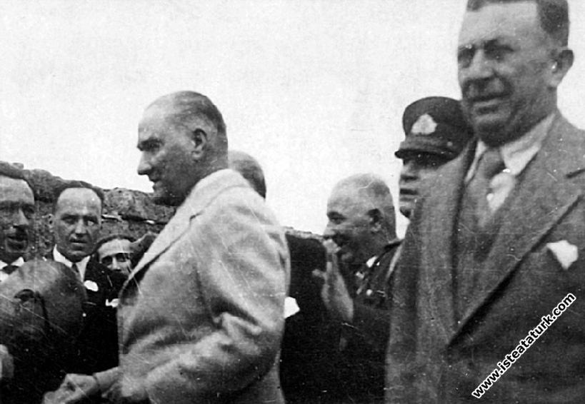 Trabzon seyahati esnasında, bir gün Atatürk, lisenin din dersleri hocasına sordu: ile ilgili görsel sonucu