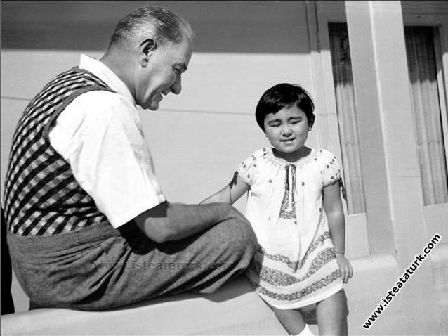 Mustafa Kemal Atatürk Florya'da Deniz Köşkü'nde Ülkü ile Birlikte (12.09.1936)