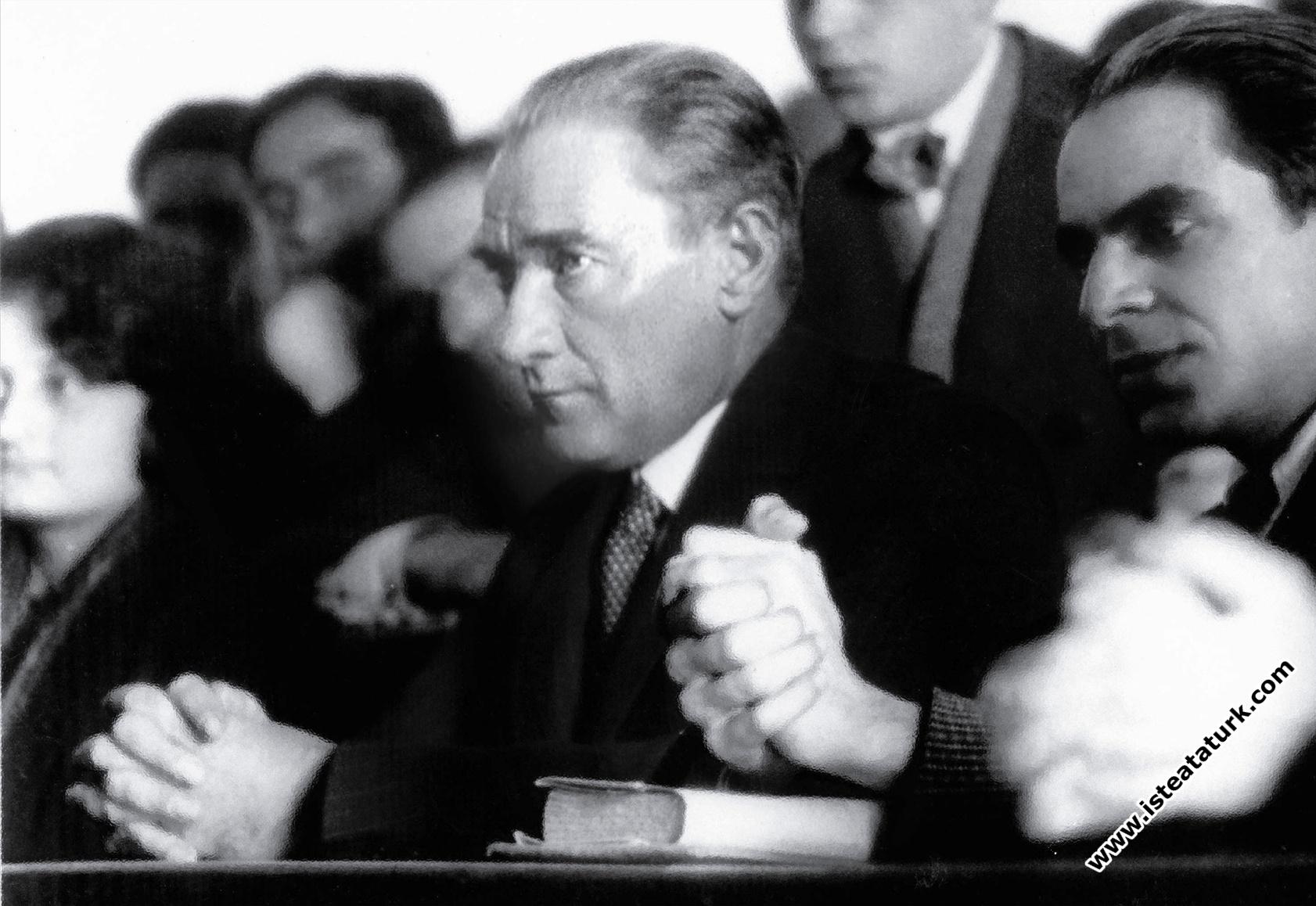 Atatürk'ü Kim, Nasıl Anlattı ?