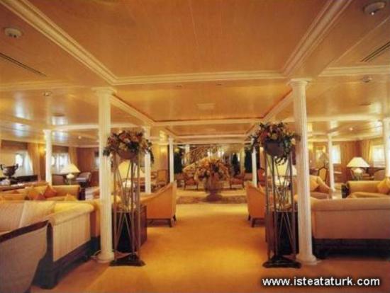 Savarona'nın büyük salonu