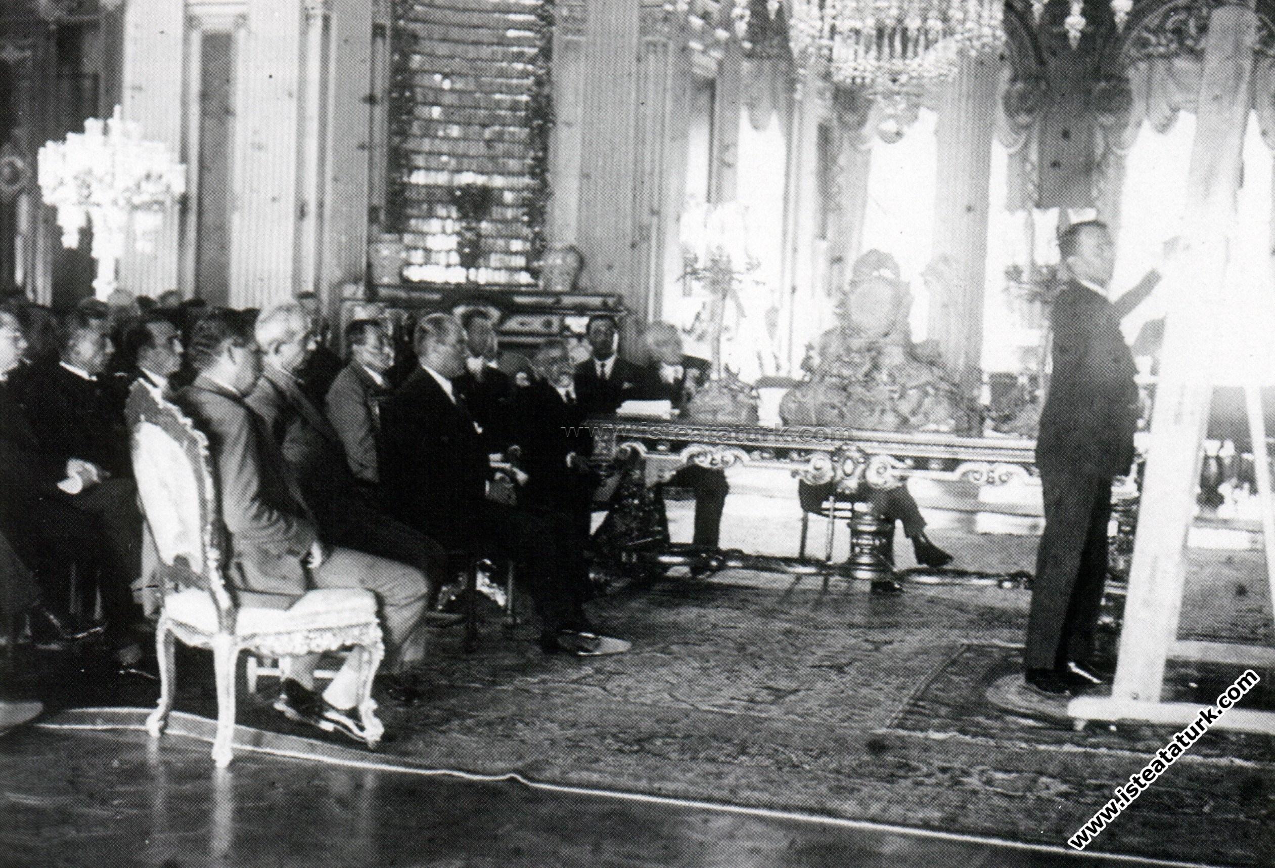 Atatürk Dolmabahçe Sarayı'nda İsmet İnönü, ...