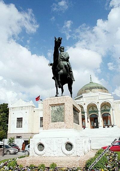 Atlı Atatürk Anıtı