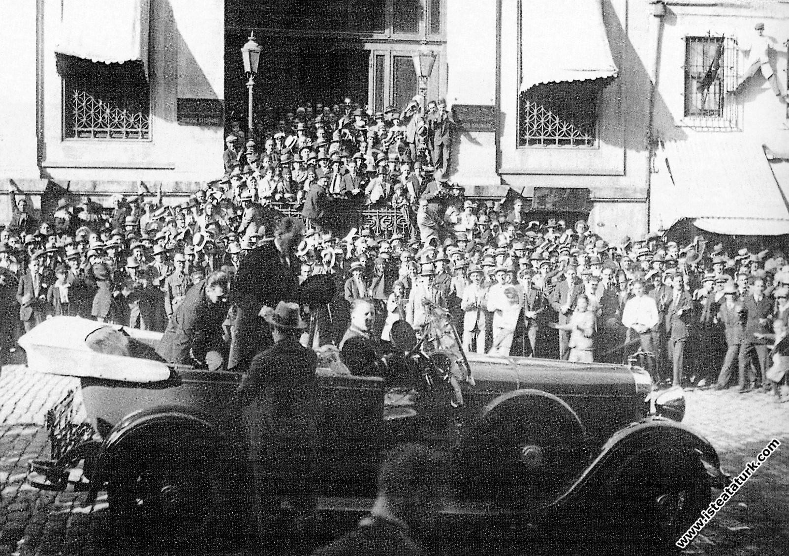 Mustafa Kemal Atatürk Türkiye İş Bankası'nın...