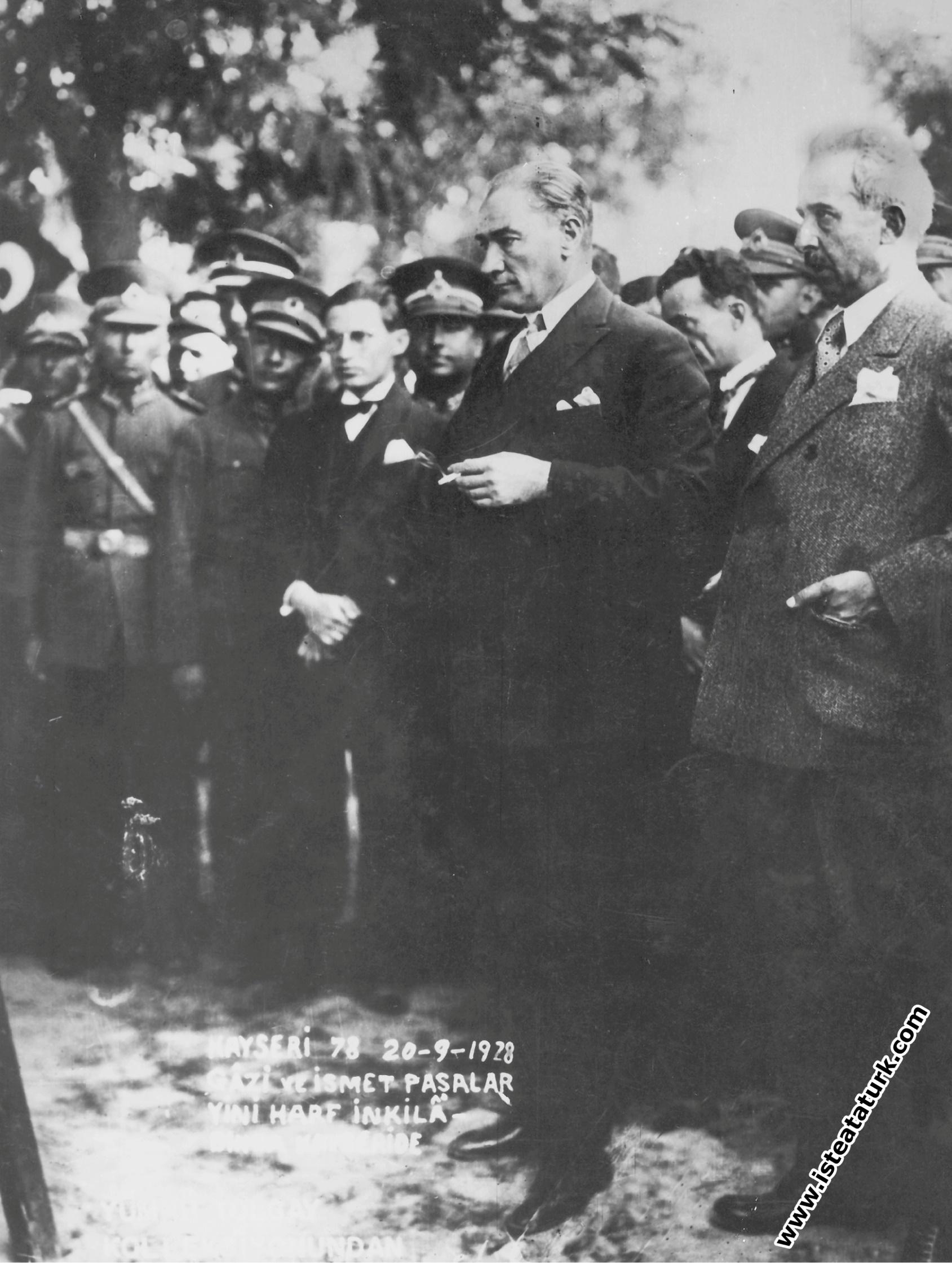Mustafa Kemal Atatürk Kayseri'de kara tahta baş�...