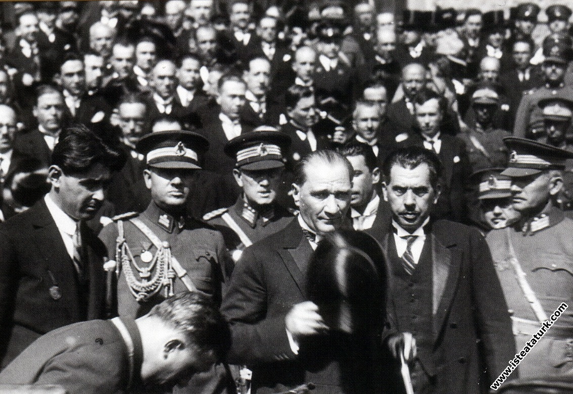 Mustafa Kemal Atatürk'ün İstanbul'a gelişinde ...