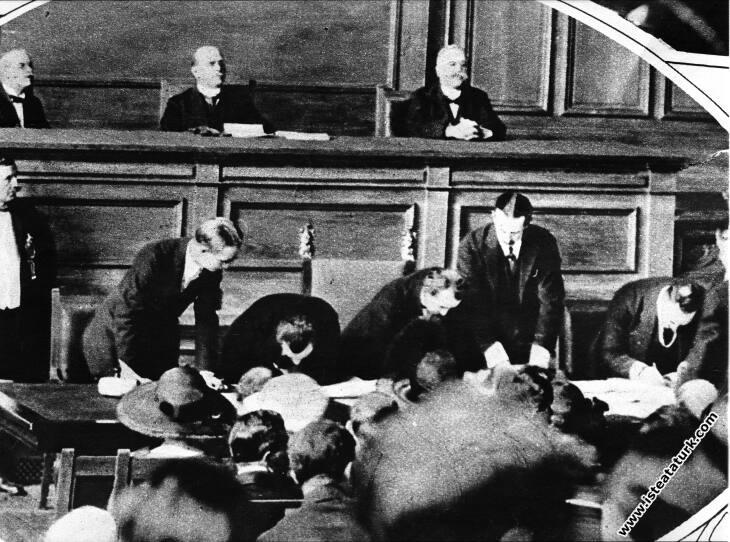 İsmet  Paşa Lozan Konferansı sırasında.