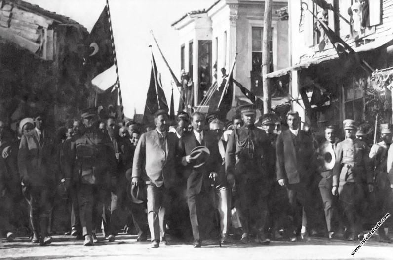 Gazi Mustafa Kemal Paşa Urla'da, İzmir. (30.06...