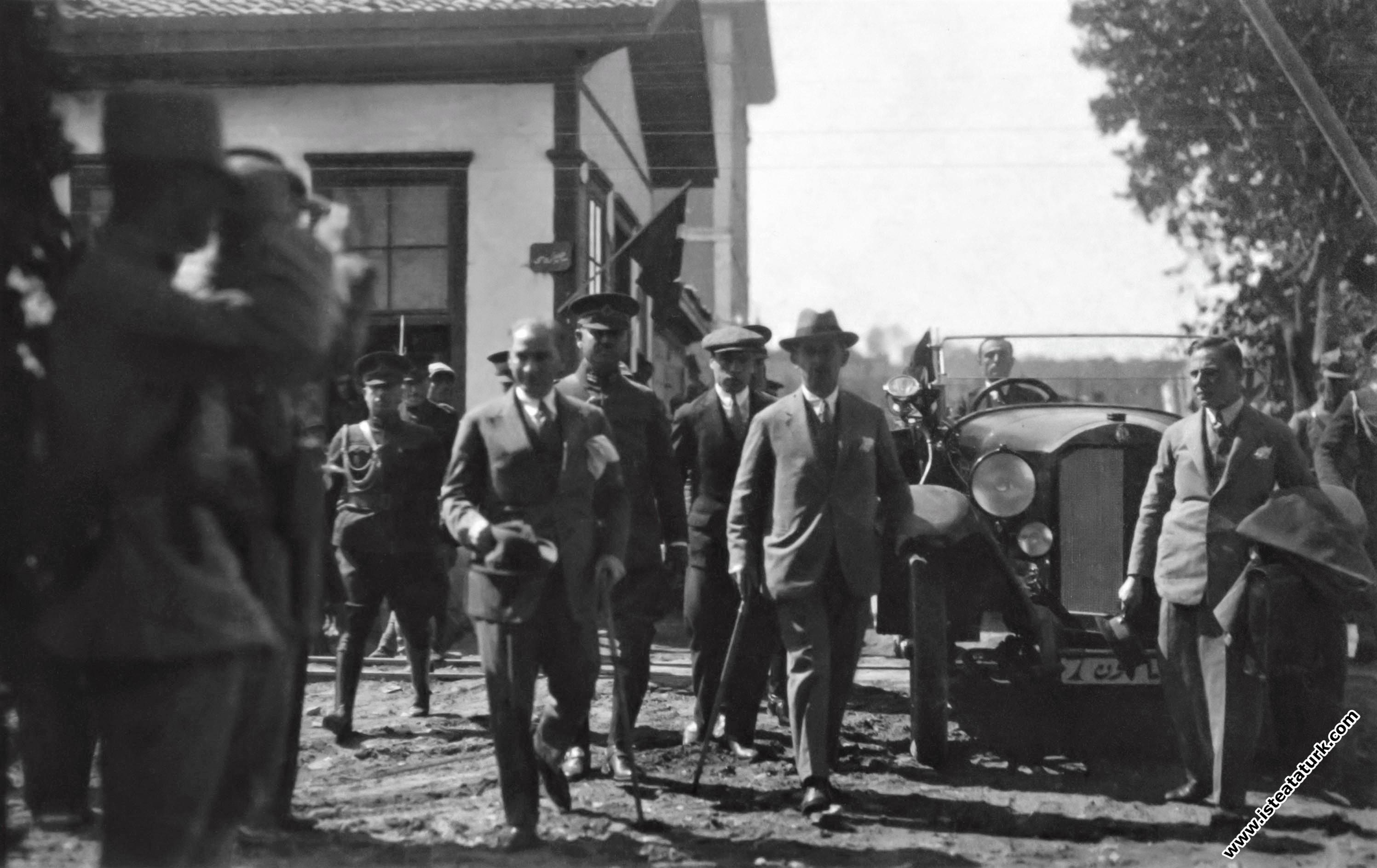 Gazi Mustafa Kemal Atatürk, Samsun tren istasyonu...