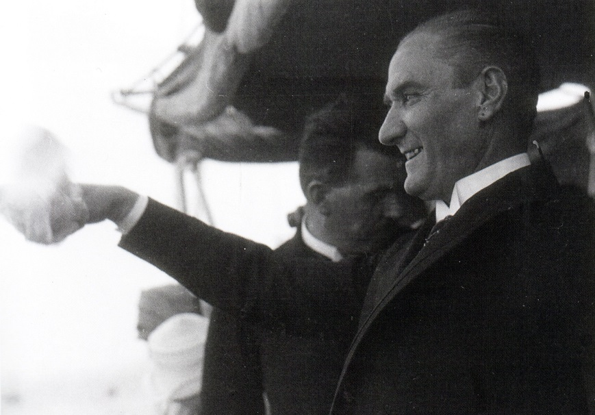 Gazi Mustafa Kemal Atatürk'ün Ertuğrul Yatı ile İstanbul'a gelişi. (1 Temmuz 1927)