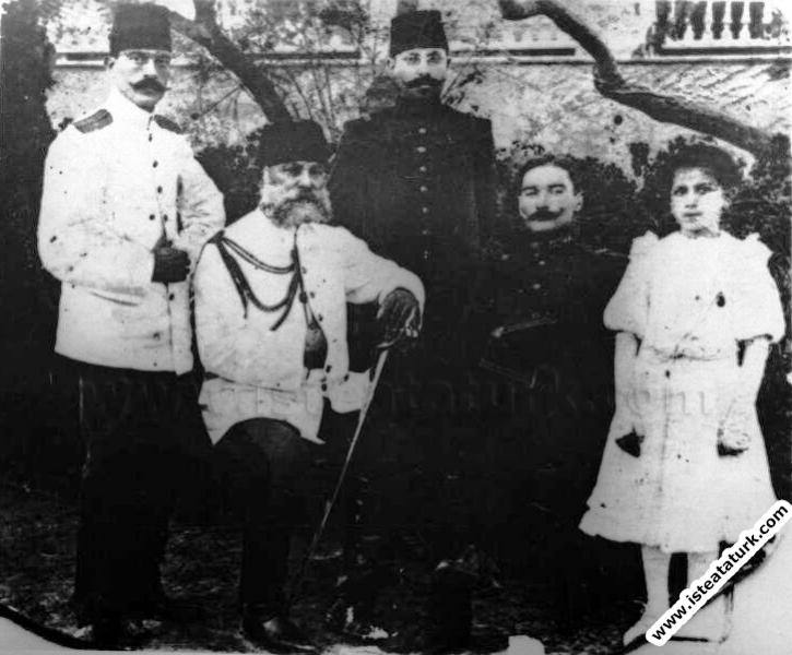 Mustafa Kemal Trablusgarp'ta Sancak Kumandanı İbrahim Paşa ile birlikteler. (26.09.1908)