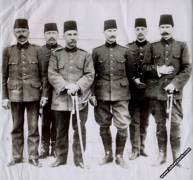 Hareket Ordusu Birinci Mürettep Kurmay Heyeti toplu bir halde, Selanik. (13.04.1909)