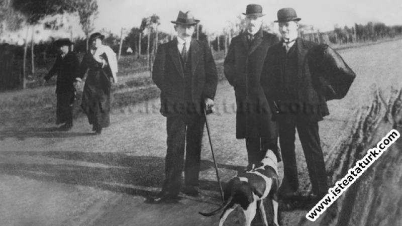 Sofya'da Askeri Ateşe iken arkadaşlarıyla. (02.02.1914)