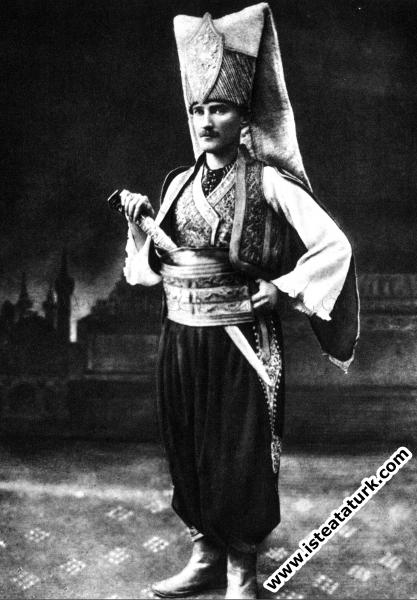Sofya'da kıyafet balosunda yeniçeri kıyafetiyle. (11-12.05.1914)