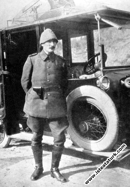 Çanakkale Savaşları'nda Kurmay Albay Mustafa Kemal. (1915)