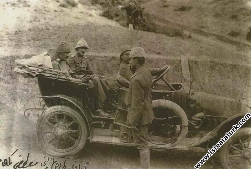 Anafartalar Grubu Komutanı Kıdemli Kurmay Albay Mustafa Kemal, Gelibolu Yarım Adasında. (1915)