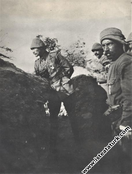 Çanakkale Savaşları'nda ön siperlerde. (4.06.1915)