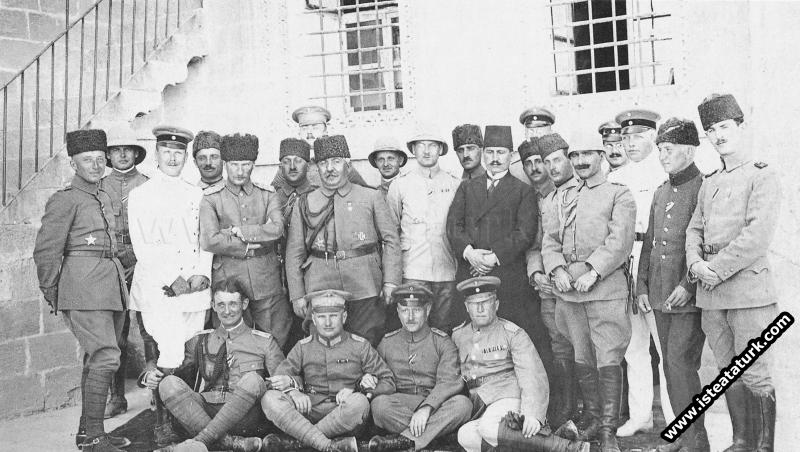 Mustafa Kemal, ve Ahmet İzzet Paşa Alman Karargahı...