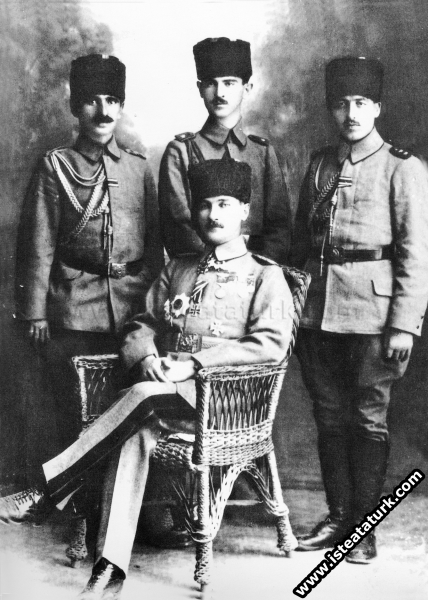 Yıldırım Orduları Kumandanı iken yaverleri ile, Halep'te. (1917)