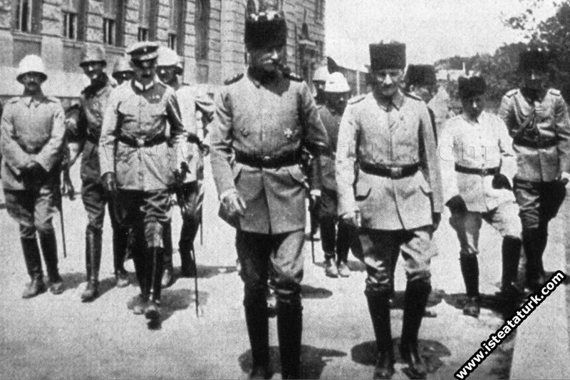 İstanbul Haydarpaşa Garı'nda Mareşal Falkenhayn ve...