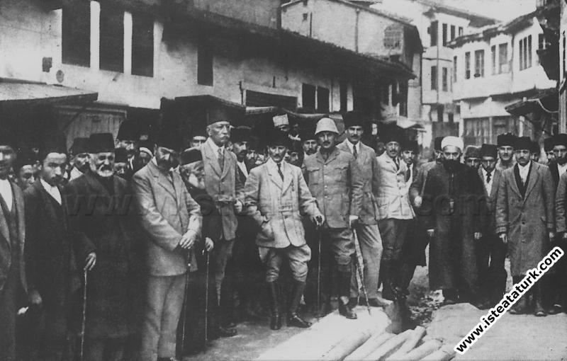 Amasya'ya giderken, Tokat'ta karşılanışı. (17.10.1919)