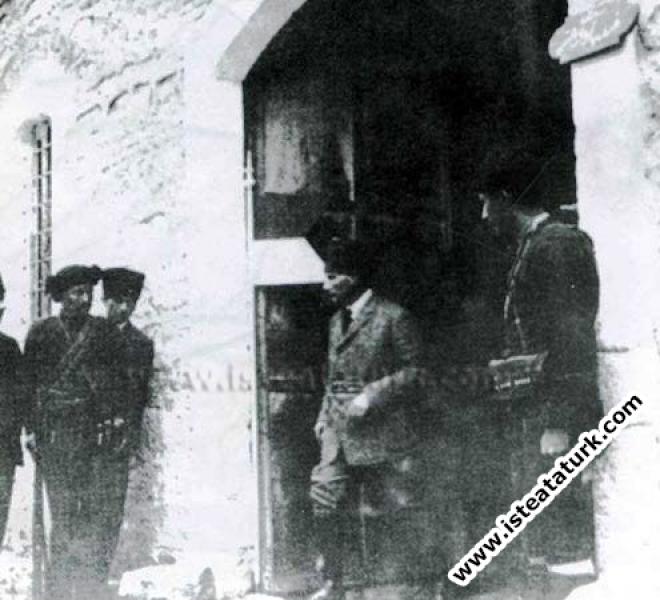 Sakarya Meydan Savaşı öncesi denetlemelerde bulunurken. (04.1921)