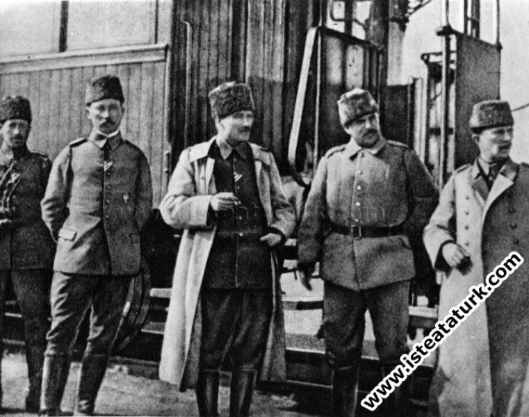 Mustafa Kemal, Komuta Ettiği Tümenini Alman Albayına Niçin Devretmedi?