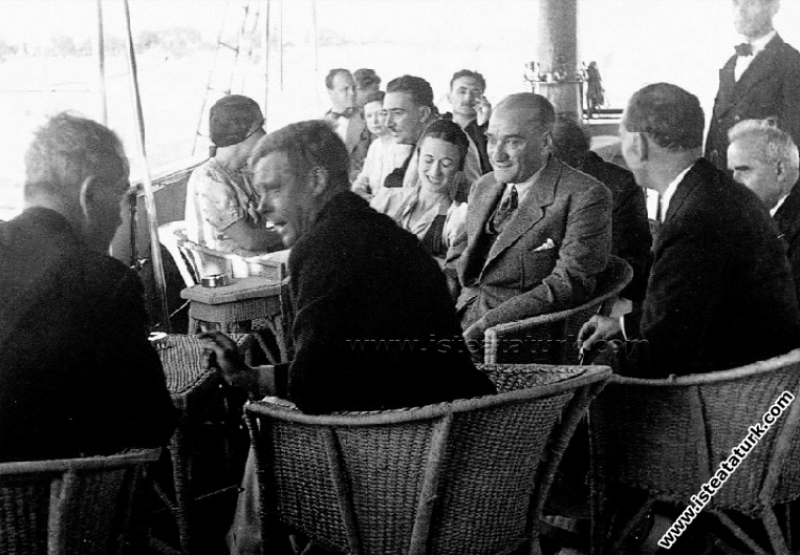 İngiltere Tahtının Sonunu Gören Atatürk