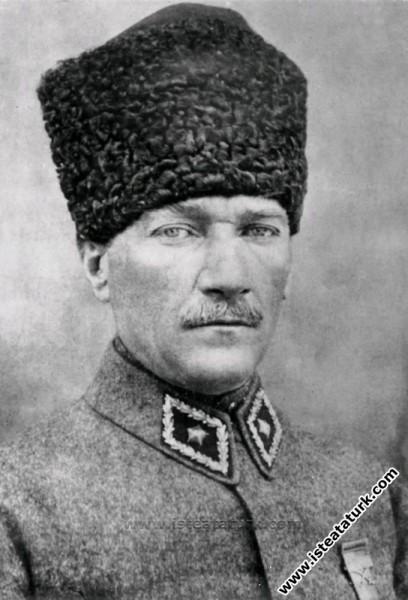 Başkomutan Gazi Mustafa Kemal Paşa. (1922)...