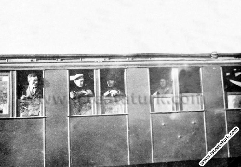 Mustafa Kemal Paşa Ilgın Manevraları'nı izlemek için geldiği Afyon Çay'da. (30.03.1922)