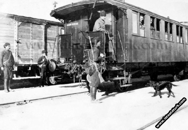 Mustafa Kemal Paşa Ilgın Manevralarını izlemek için geldiği Afyon Çay ilçesinde. (30.03.1922)