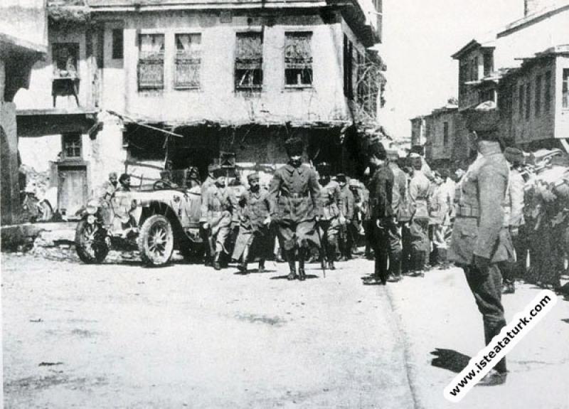 Başkomutan Mustafa Kemal Paşa Çay'da, Afyon. (30.0...