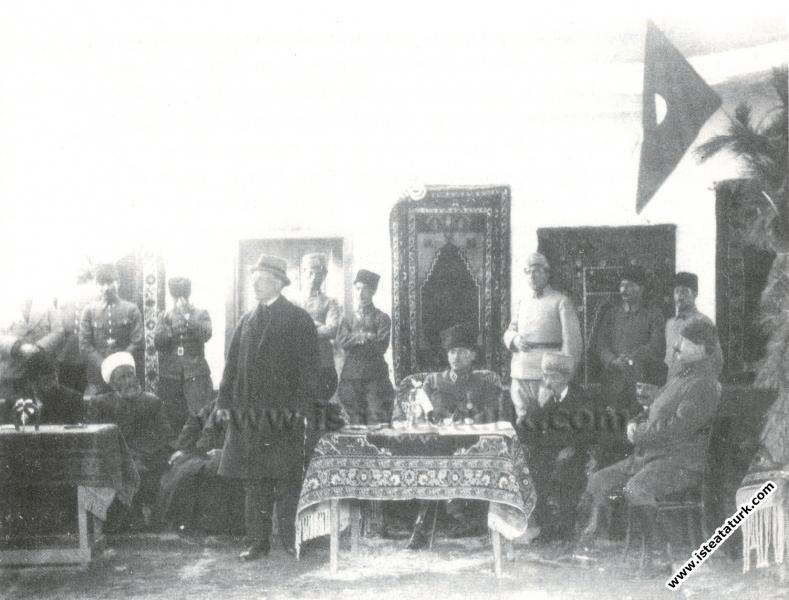 Mustafa Kemal, Konya Nalbant Okulu öğrencilerinin ...