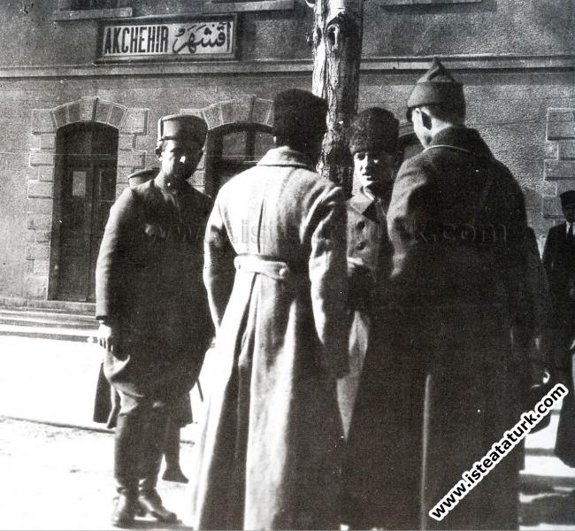 Akşehir İstasyonu'nda İsmet Paşa, Sovyet Büyükelçi...