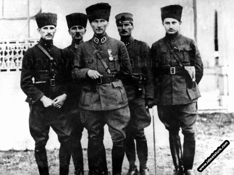 Mustafa Kemal, Adapazarı'nda.  (16.06.1922)...