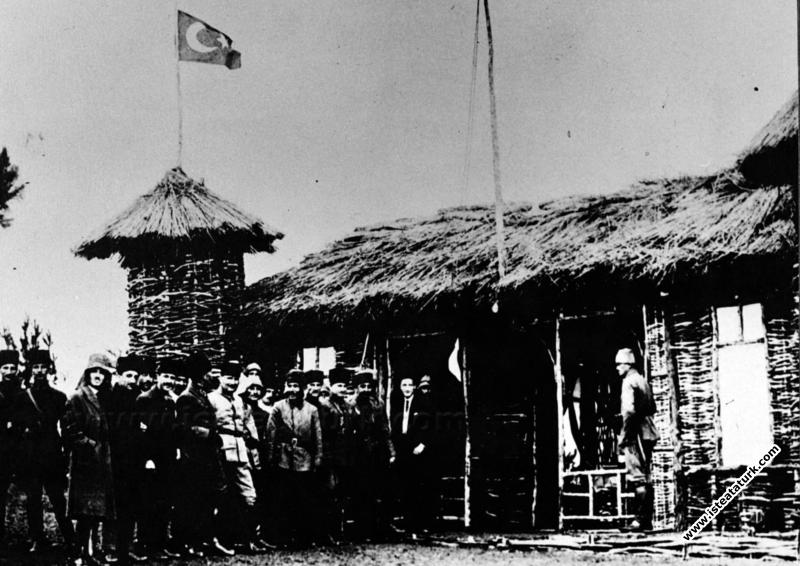 Mustafa Kemal Paşa Halit Bey Karargahı'nda, Karaça...