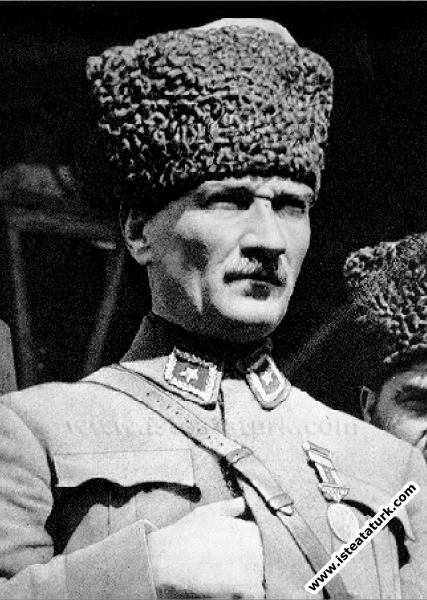 Başkomutan Mustafa Kemal Paşa İzmit'te. (18.06.192...