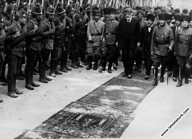 Fransız diplomat ve yazar Claude Farrere'nin İzmit'te karşılanışı. (18.06.1922)