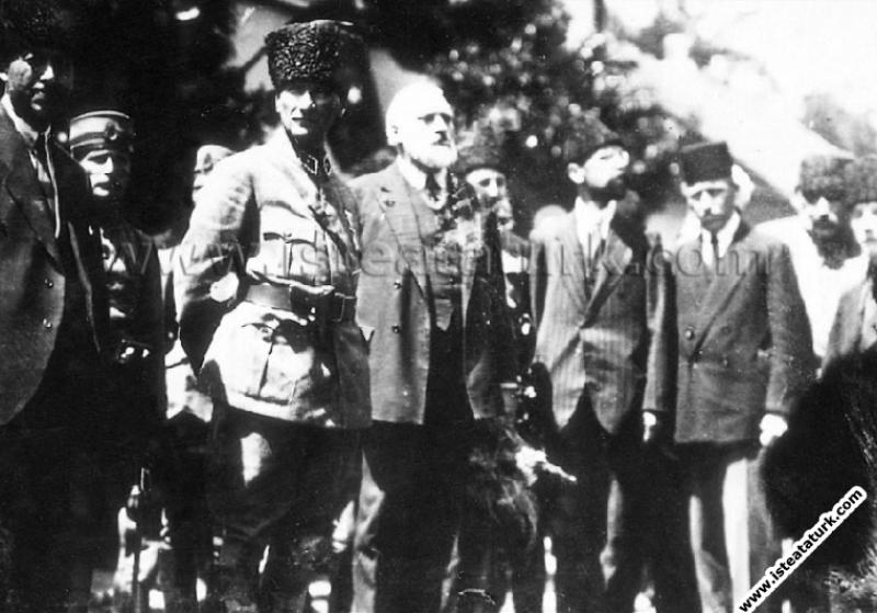 Fransız Diplomat Cloude Farrere ve Mareşal Gazi Mu...