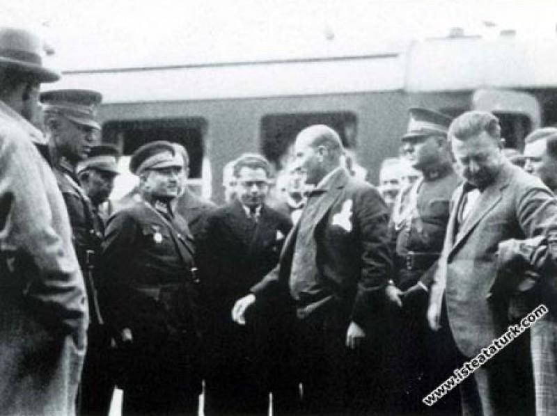 Mustafa Kemal Atatürk, Trenle Amasya Gezisine Çıkarken (22.11.1930)