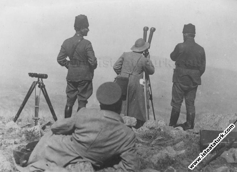 Başkomutan Mustafa Kemal Büyük Taaruzu Afyon Kocatepe'den yönetirken. ( 26.08.1922)