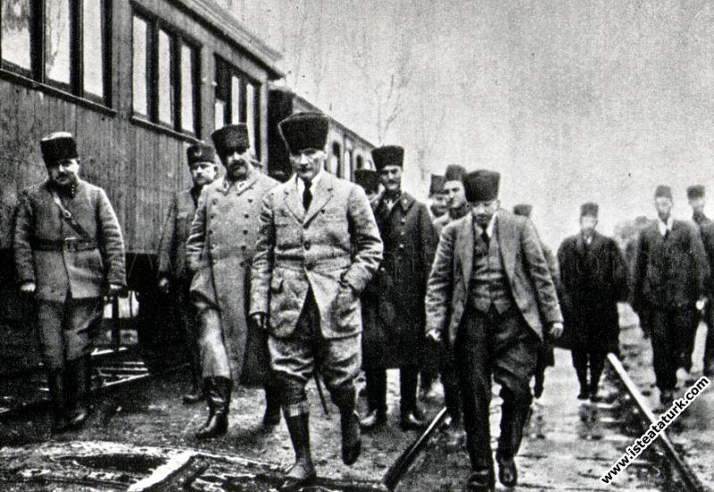 Mustafa Kemal Vezirhan'da.(16.01.1923)
