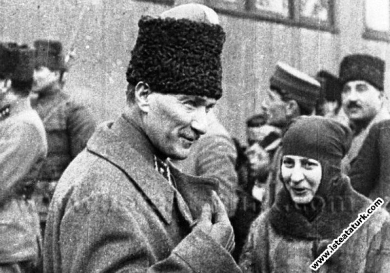 Başkomutan Mustafa Kemal, Halide Edip Adıvar ile b...