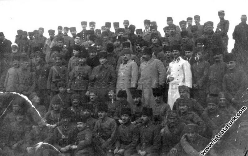 Başkomutan Mustafa Kemal Paşa, Kurtuluş Savaşı'nın...