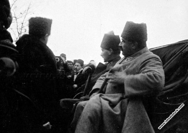 Başkomutan Mustafa Kemal, İzmit Yarımca'da. (18.01...