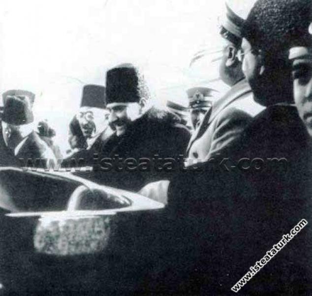 Başkomutan Mustafa Kemal, Manisa'da cirit oynayanl...