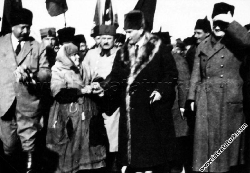 Başkomutan Mustafa Kemal'in, Manisa'ya Ayak Bastığ...