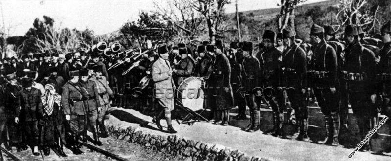 Başkomutan Mustafa Kemal Paşa, Menemen'de. (26 Oca...