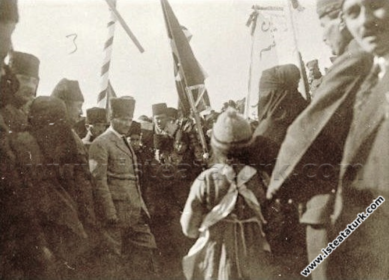 Başkomutan Mustafa Kemal Paşa, Menemen'de. (26.01....
