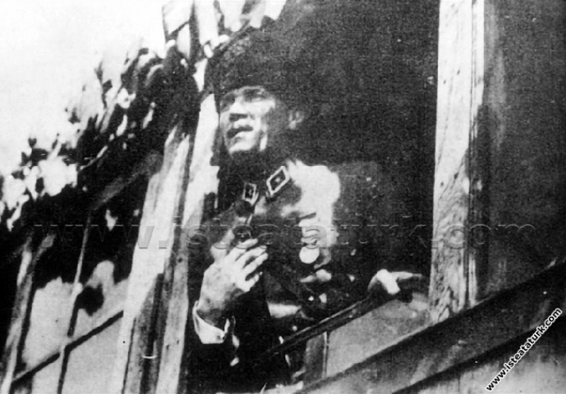 Başkomutan Mustafa Kemal Paşa, Basmane Tren İstasy...